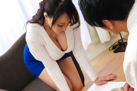 Housewife gives perfect Japanese blow job